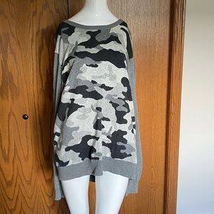 Express grey Camo sweater •xl